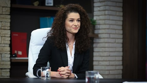 Александра Кръстева на мястото на Мариана Векилска