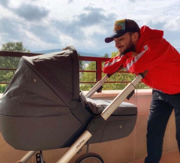 Криско разкри пола на бебето, момиче е