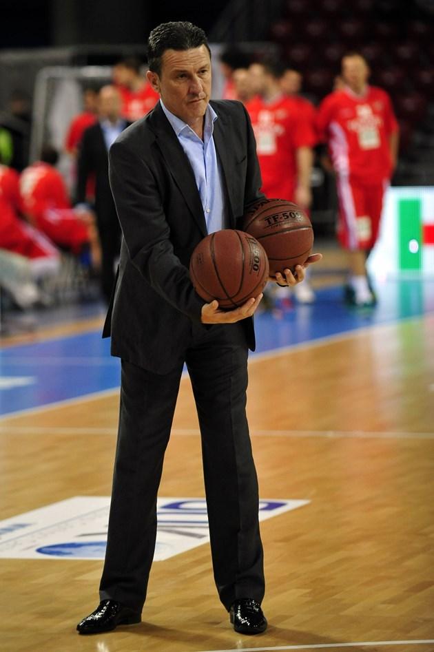 Георги Младенов вярва, че тимът ще е по-силен с включването на Везенков