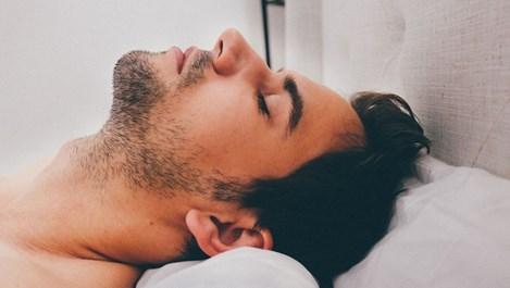 Защо мъжете заспиват след секс