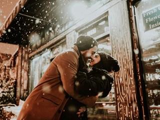 Каква е връзката между начина на целуване и продължителността на връзката