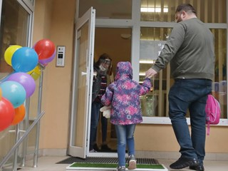 Всички деца на градина от 4 години, депутати искат да е безплатна