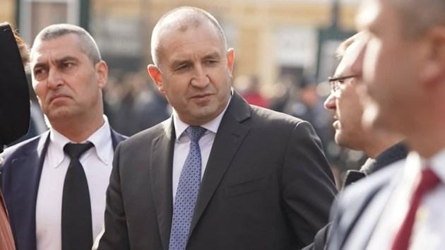 Президентът Радев дойде да се сбогува със Стефан Данаилов, ето още кой (Видео)