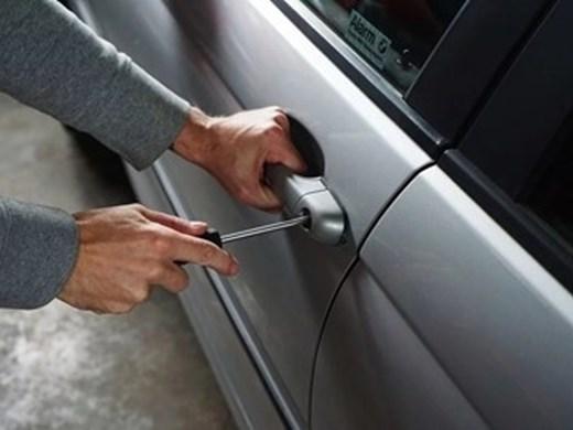 Арестуваха автокрадци в София, опитали да избягат с крадена кола