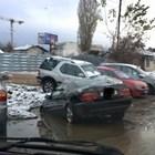 Дупка глътна кола