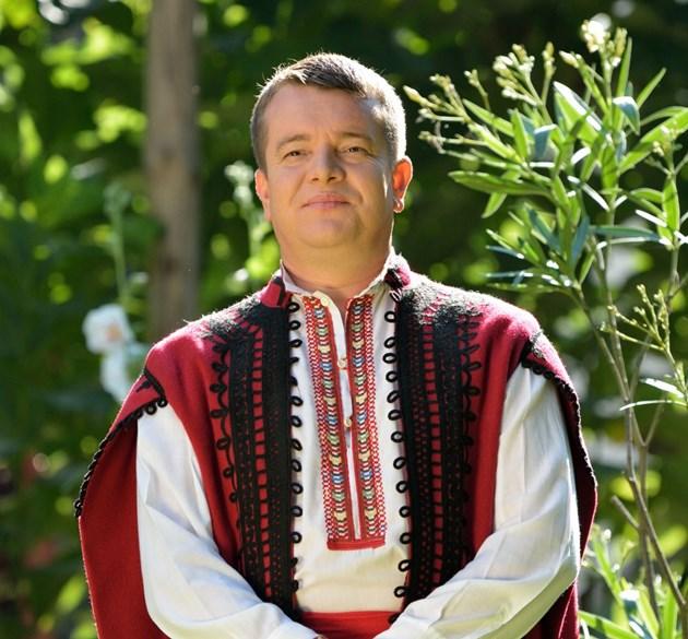 Илия Луков осиновява две циганета