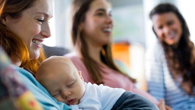 Как да огранича идването на гости веднага след раждането