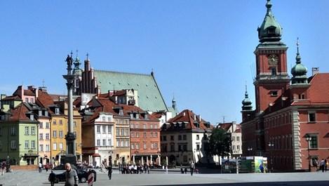 Варшава смайва с небостъргачи, паркове и блясък