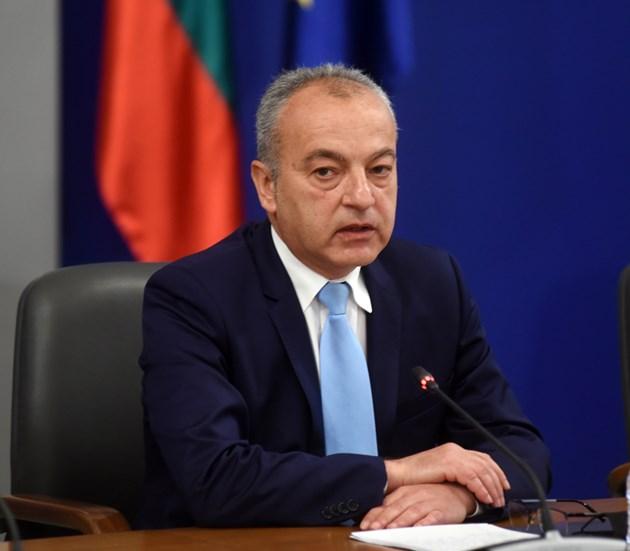 Министър Донев: Ще вдигнем минималната заплата
