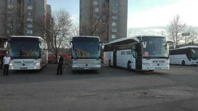 """По 10 автобуса на час влизат през """"Капитан Андреево"""", вижте ги (Обновена, снимки)"""