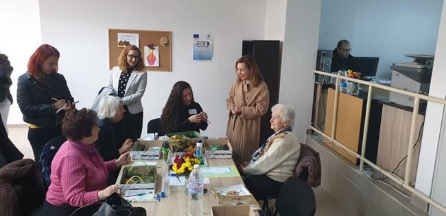 Зорница Русинова посети Център за патронажна грижа за възрастни хора в Дупница.