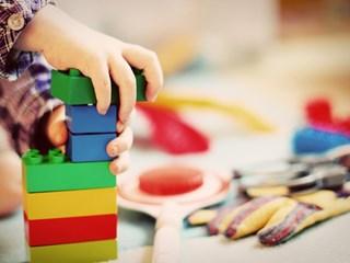 От какви играчки за развитие се нуждаят децата?