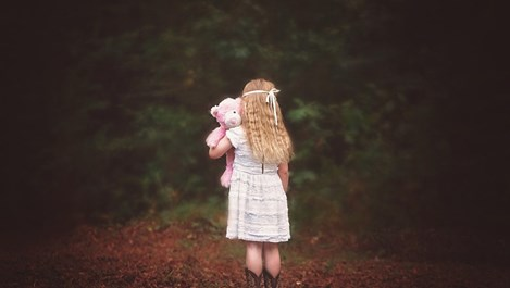 Как да помогнем на детето да преодолее страха си от тъмното