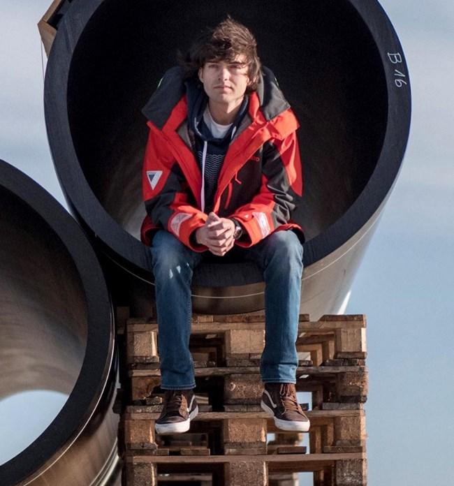 Боян Слат създава иновативна платформа за почистване на боклука от океаните