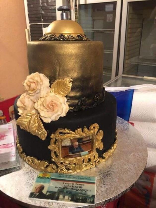 Депутат духа златна  торта с пачки