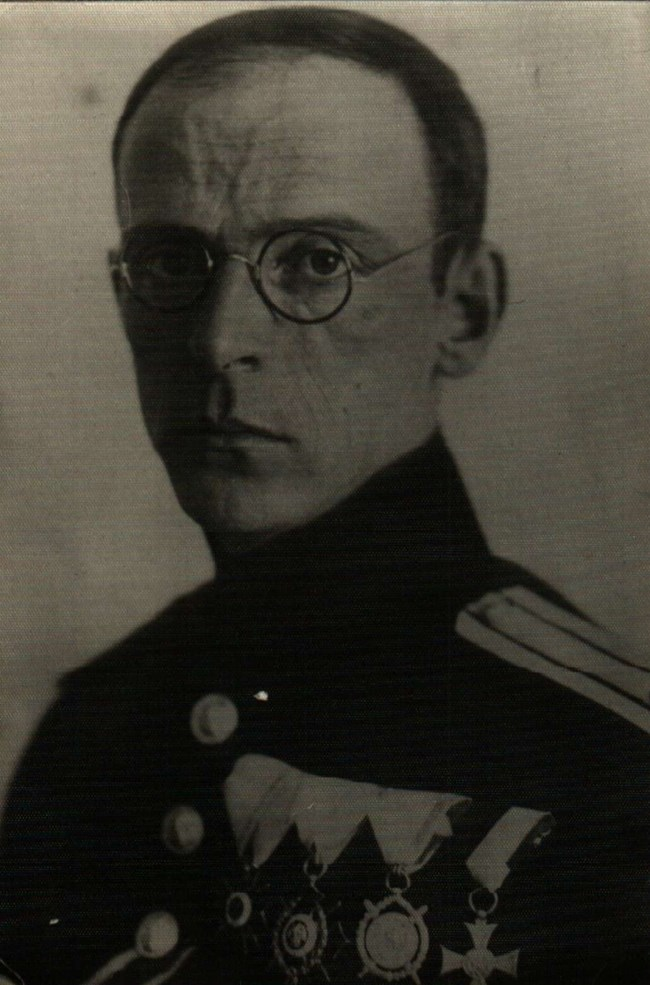 Иван Шапкаров - първият съпруг на Багряна