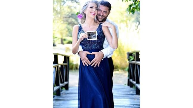 Антония Петрова и съпругът й Ивайло чакат момче през януари (Снимки)