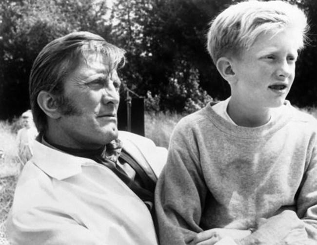 Кърк Дъглас със сина си Петър Дъглас снимани на 9 март 1967 г.