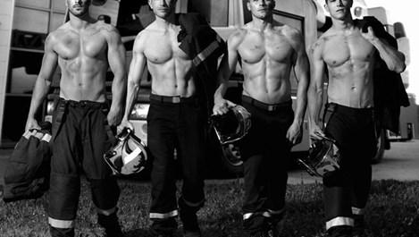 Пожарникари ни поздравяват за празника (галерия)
