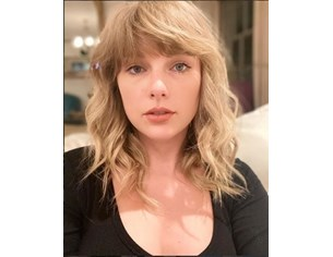 """Тейлър Суифт подобри рекорд на """"Бийтълс"""" в британската класация за албуми"""