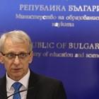Министър Денков: Не можем да върнем децата в клас