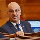 Депутат в сексскандал, разпитва за дамско бельо