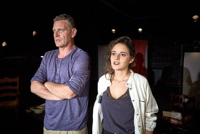 """Юлиан Вергов и младата Мила Люцканова играят под палката на Владимир Пенев  в """"Клас"""" в театър 199."""