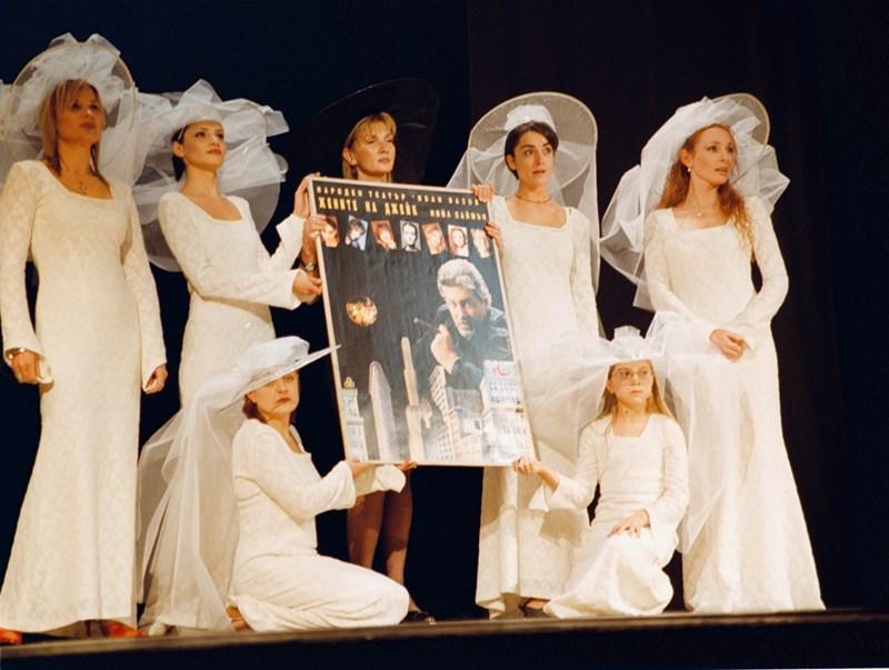 """Мастера играе със 7 красиви и талантливи свои колежки в пиесата """"Жените на Джейк"""" от  Нийл Саймън.  СНИМКА: АРХИВ"""