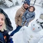 Поли Генова прави снежен човек