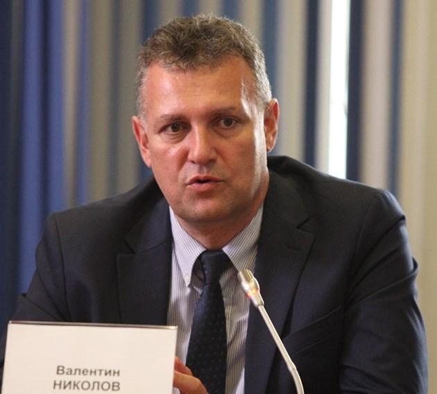 Валентин Николов: Отлагаме промените в Закона за енергетиката. Заради краткото време изникнаха казуси, които трябва да решим, един от тях е бизнесът