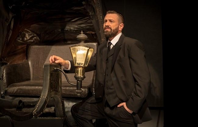 """Калин Врачански винаги старателно си подбира ролите, но не устоява да играе Алеко в постановката """"Щастливеца"""" на сцената на Сатирата."""