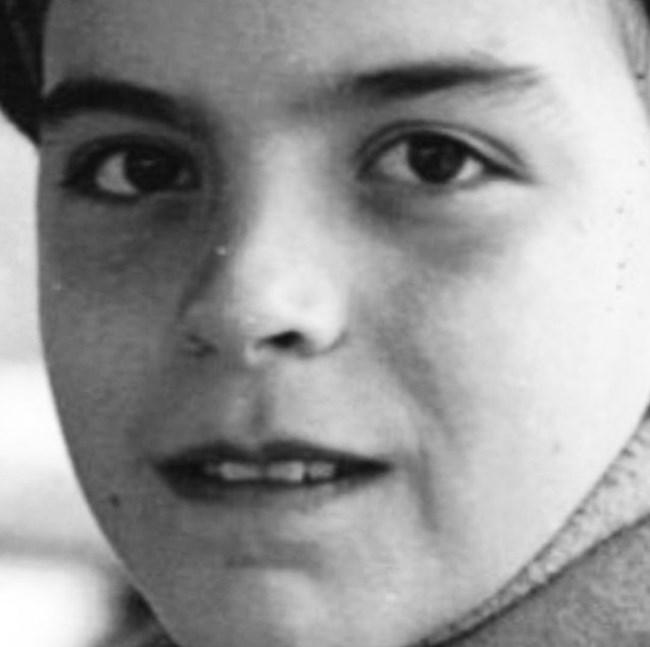 Владо Пенев като дете. Актьорът си спомня как като малък го среща Радой Ралин, който след това казва колко много Владо прилича на баща си - журналиста Никола Пенев.