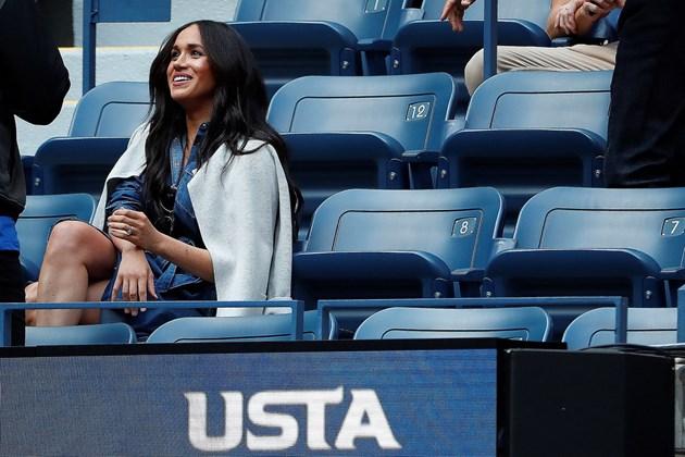 Меган с дънкова рокля на US Open (Снимки)