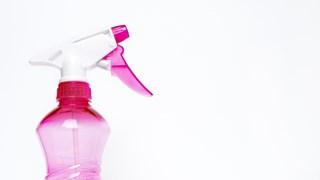 Странните употреби на препарата за прозорци в домакинството