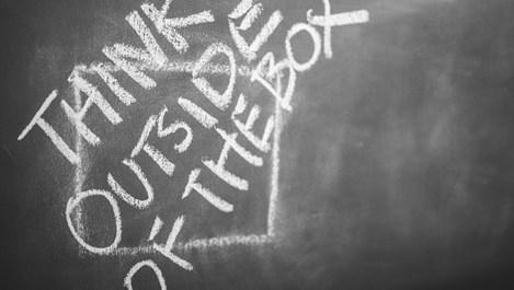 Какво е синтетично мислене и за какво се използва?