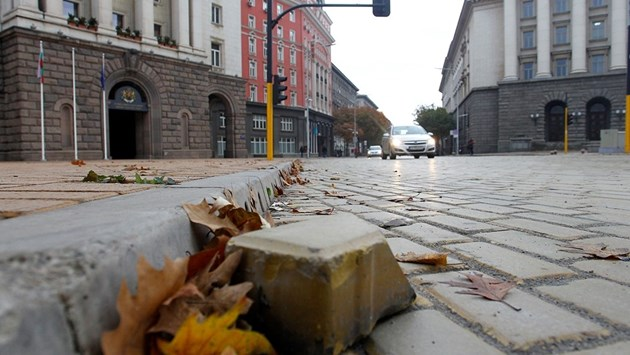 Фотогалерия - Хаос, мизерия и нарушения след ремонтите в София