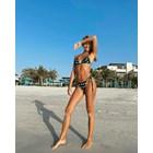Виктория Варга се изолира на плажа