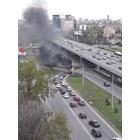 Кола изгоря в движение на Площада на авиацията в София (Видео)