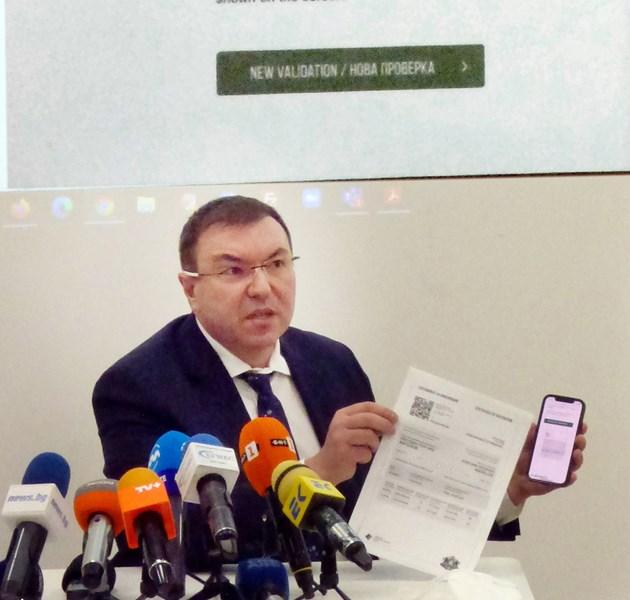 Здравният министър в оставка Костадин Ангелов на представянето на сертификата