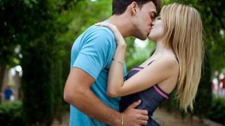 Как се целуват зодиите?