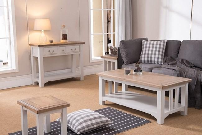 Всички оттенъци на сиво са позволени в модерния дом, тъй като умело се съчетават с целия цветови спектър.