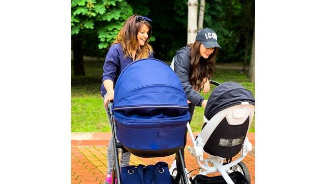 Преслава и Петя Дикова на разходка с бебоците