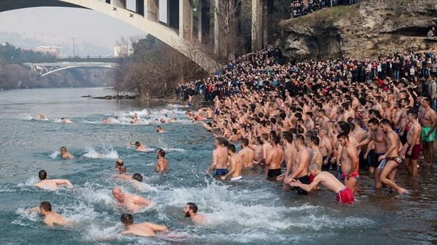 Над 2 милиона руснаци се включиха в традиционните ледени къпания