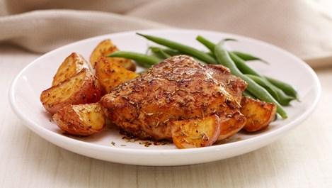 Хрупкаво пиле с розмарин и картофи