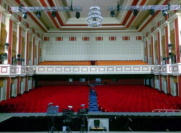Столични театри затвориха врати