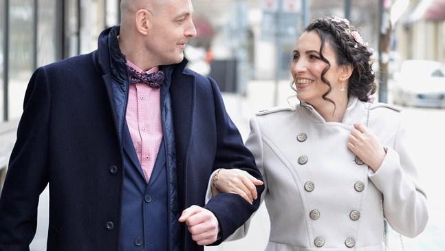 83 сватби и 193 бебета в София през първите 2 седмици епидемия