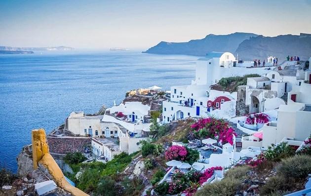 Гръцкото правителство с мерки за справяне с прекомерния туризъм на Санторини