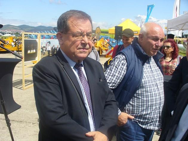 Служебният министър на земеделието проф. Христо Бозуков се оплака, че заварил в министерството си лежерно отношение към работата от страна на служителите там.