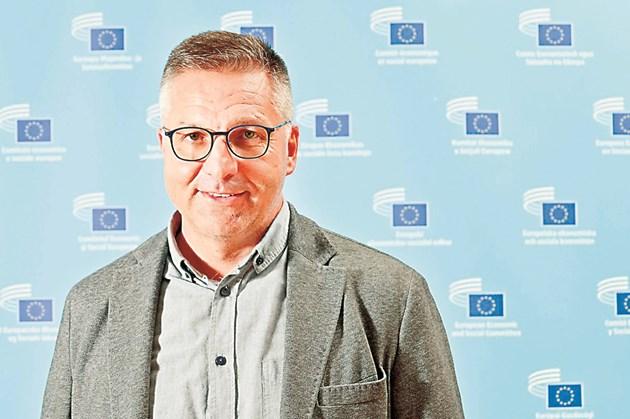 """Фермерът Стоян Чуканов е член на Европейския икономически и социален комитет и част от групата """"Земеделие, околна среда и развитие на селските райони"""". В момента той участва в работната група за оценката за готвените промени за Директивата за устойчивата употреба на пестициди. Снимка: EESC"""