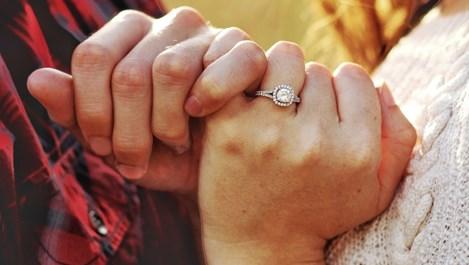Обещанията за любов – устойчиви намерения или прости илюзии?